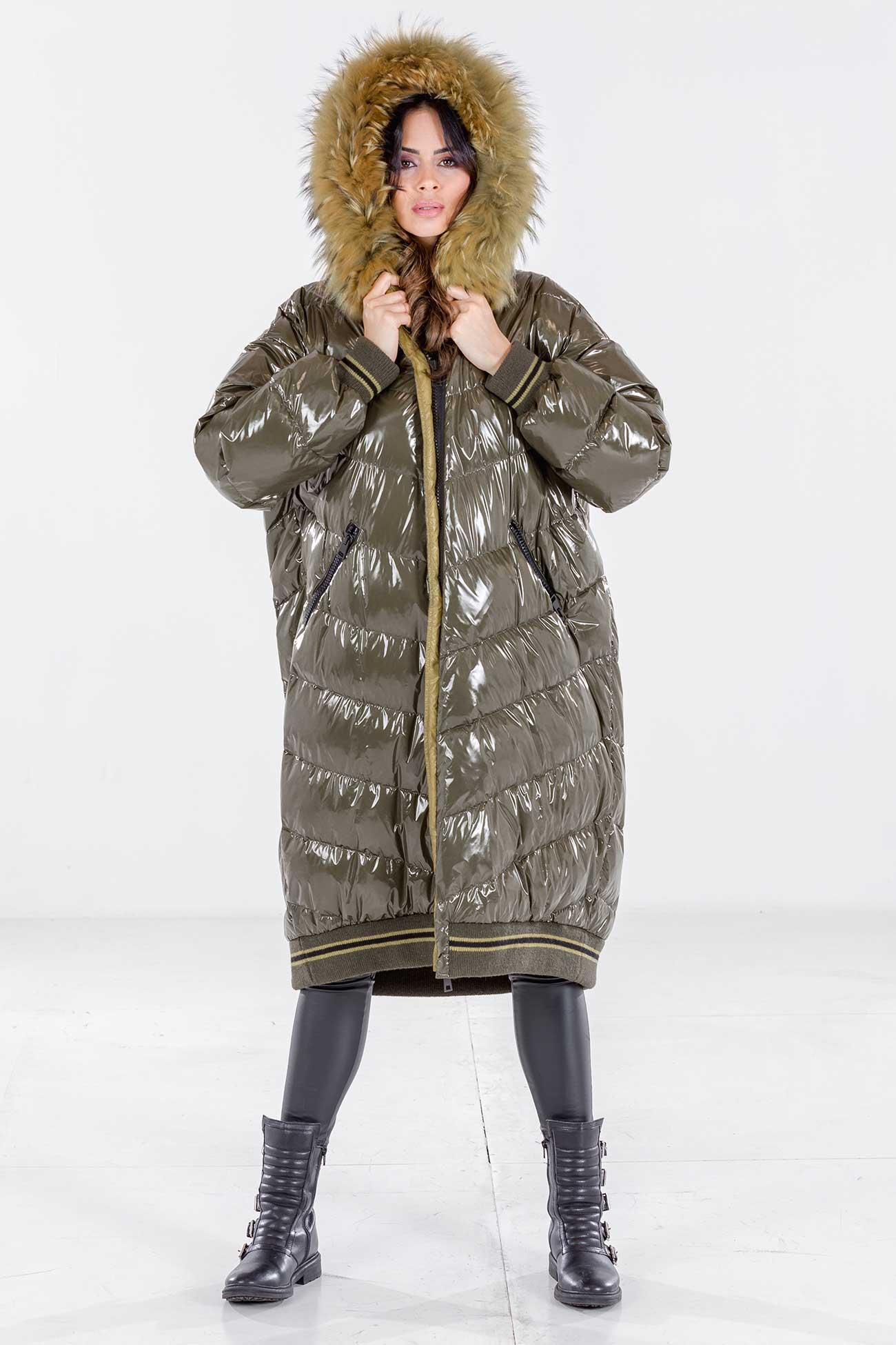 Hooded oversize down coat